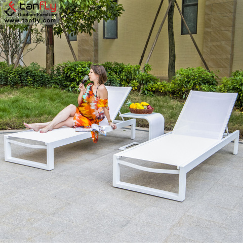 Luxury Aluminum White Garden Beach Pool Outdoor Chaise Lounge Chairs pictures & photos